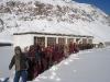 Kinder vor der Winterschule