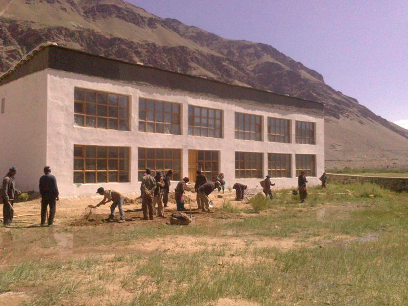 Fertigstellung des 2. Nullenergiehauses als Winterschule in Sani